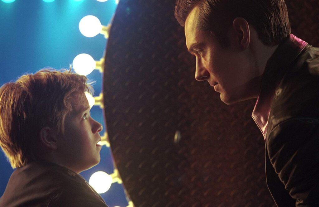 Jude Law e Haley Joel Osment in una scena di A.I. - Intelligenza Artificiale