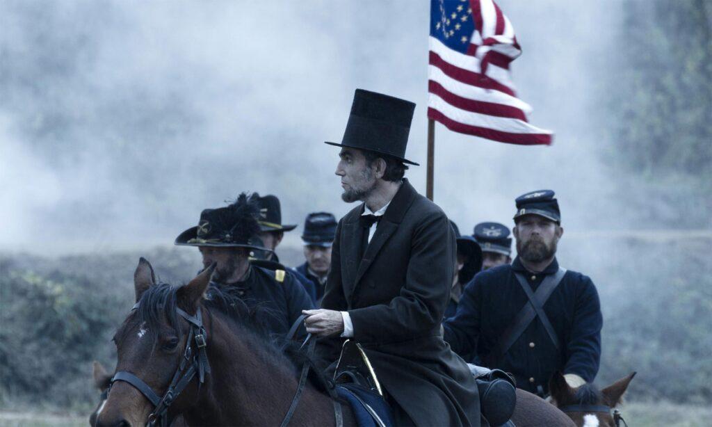Daniel Day-Lewis in una scena di Lincoln di Steven Spielberg