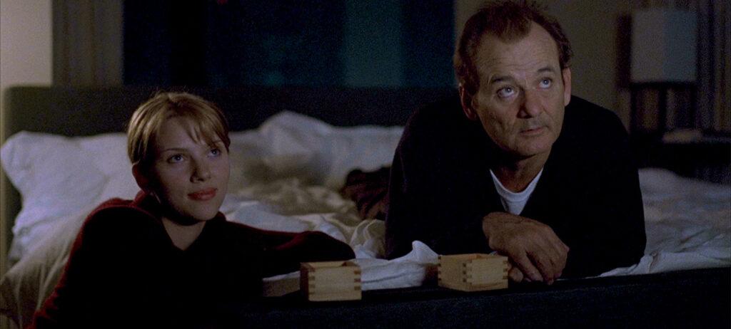 Bill Murray e Scarlett Johansson in una scena di Lost In Translation