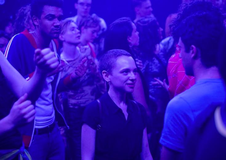 unorthodox: scena in discoteca